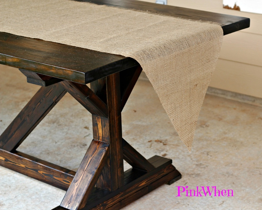 how to make a no sew burlap table runner pinkwhen. Black Bedroom Furniture Sets. Home Design Ideas