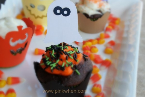 Some super cute #Halloween #Cupcake Ideas using the Silhouette Machine on PinkWhen.com