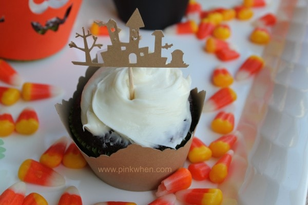 Fun #Halloween #Cupcake ideas and the Haunted Mansion using the Silhouette Machine.  Lot's of cute Halloween Cupcake Ideas here! PinKWhen.com