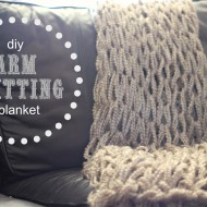 DIY Arm Knitting a Blanket