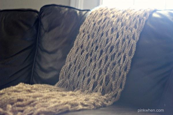 DIY Arm Knitting a Blanket Video & Tutorial2