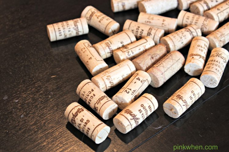 Wine cork christmas tree craft pinkwhen for Crafts to do with corks