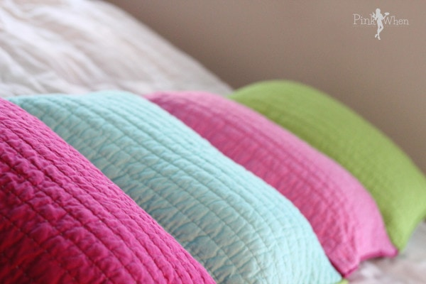 DIY Pillow Bed Tutorial from PinkWhen.com using Pillow shams!