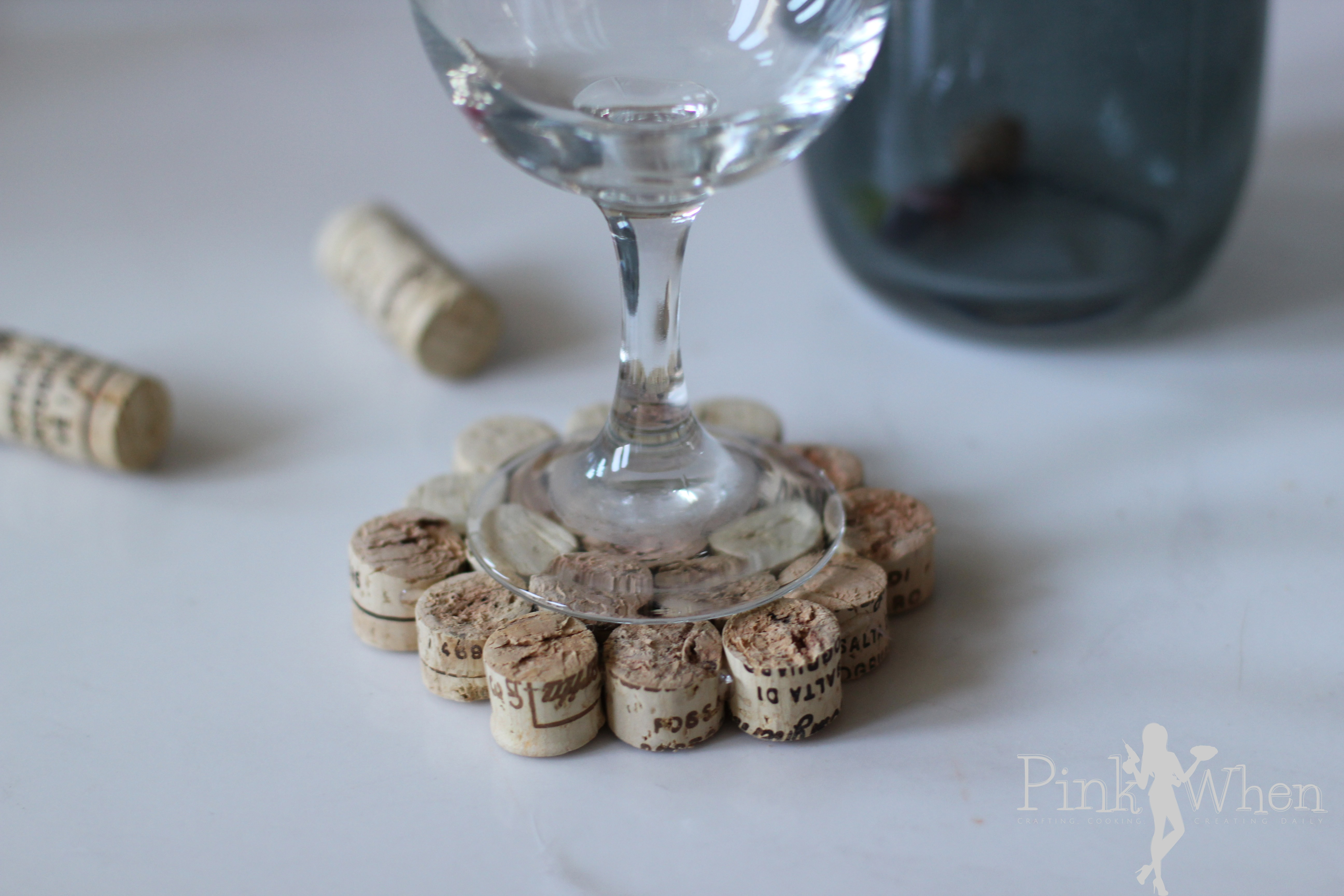 Diy wine cork drink coaster tutorial pinkwhen for Cool wine cork projects
