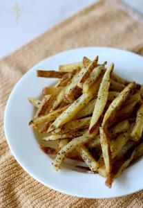 Homemade Garlic and Basil French Fries Recipe Via PinkWhen.com