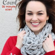 DIY Arm Knitting Chunky Cowl Scarf