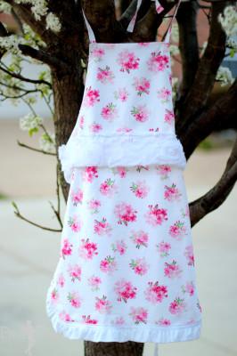 DIY Vintage Style Floral Apron Tutorial #craftmonthlove