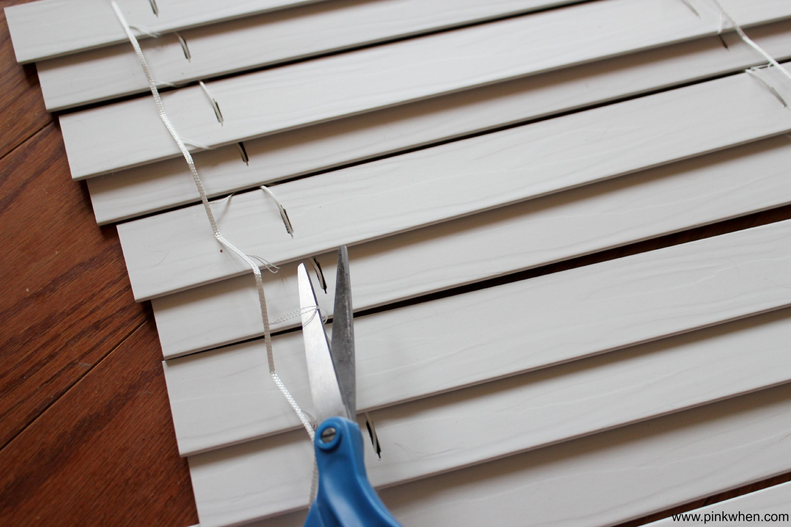 No Sew Roman Shades Tutorial - Cutting the ladder cord on the mini blinds