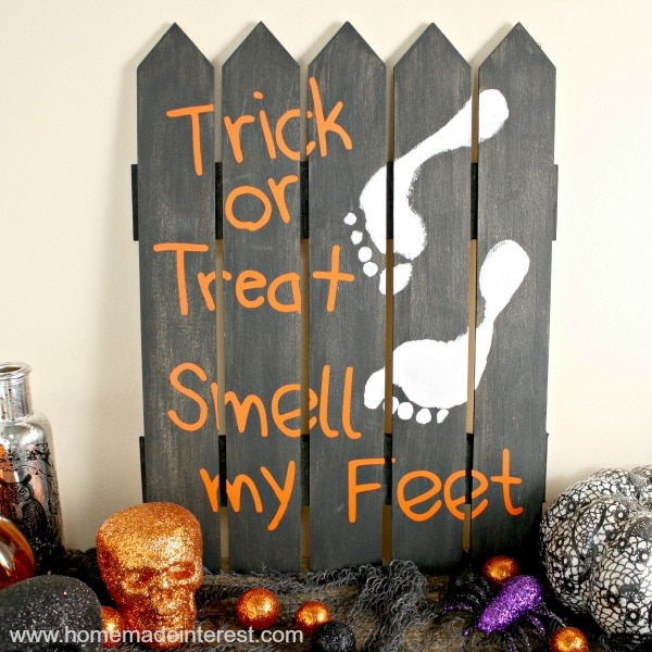 Halloween-Footprint-Sign_square-final