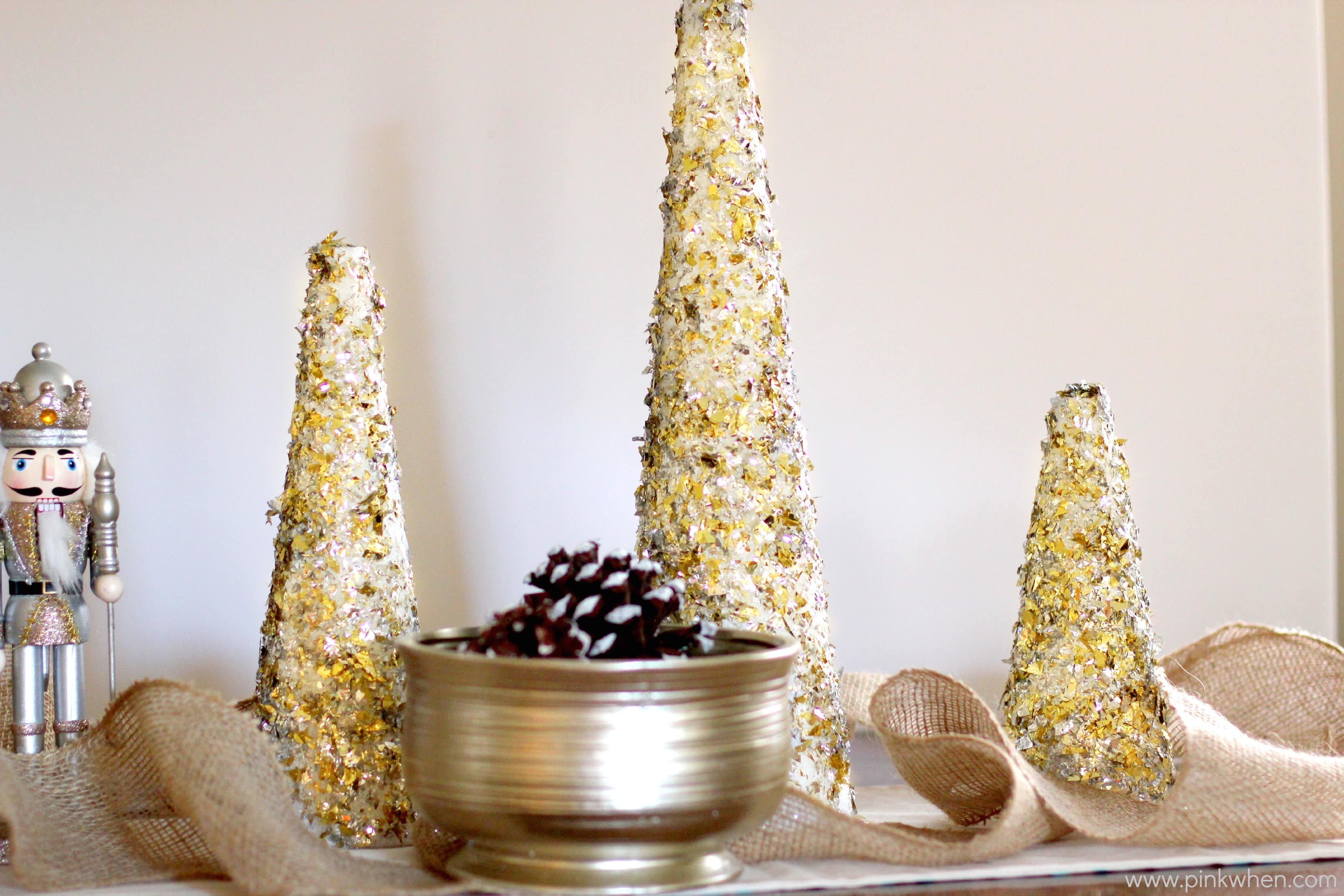 Diy glitter and gold christmas tree decor pinkwhen for Deco de table noel