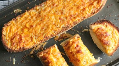 Easy Cheesy Garlic Bread @PinkWhen www.pinkwhen.com