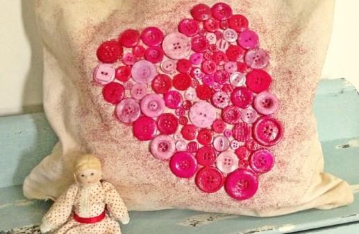 Shabby-Valentine-Heart-Pillow