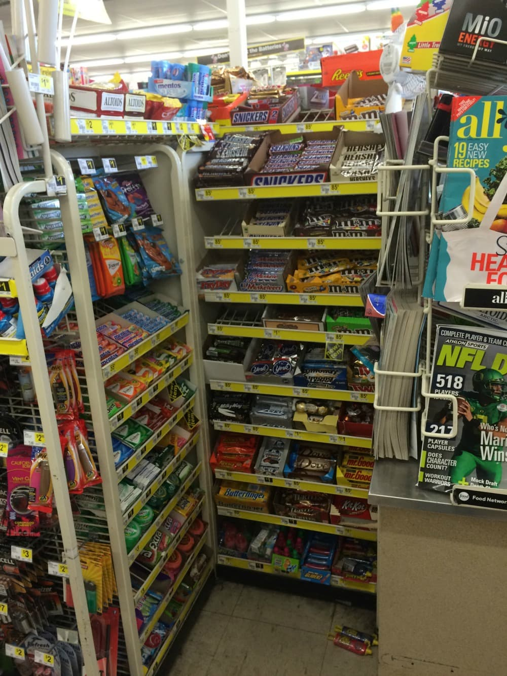 SNICKERS® #WhenImHungry Dollar General