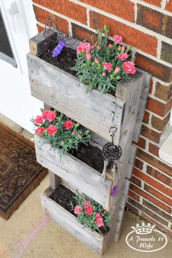 Butterfly-pallet-planter_002-681x1024