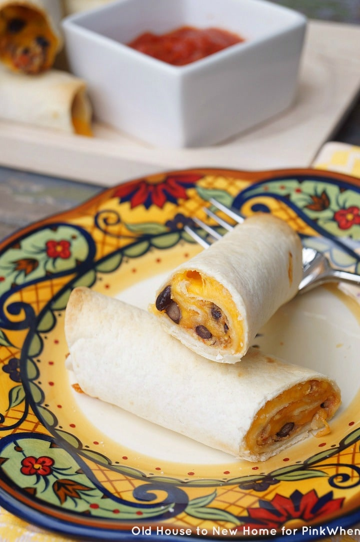 Southwestern Breakfast Taquitos. An easy and tasty breakfast that can be made ahead and frozen!