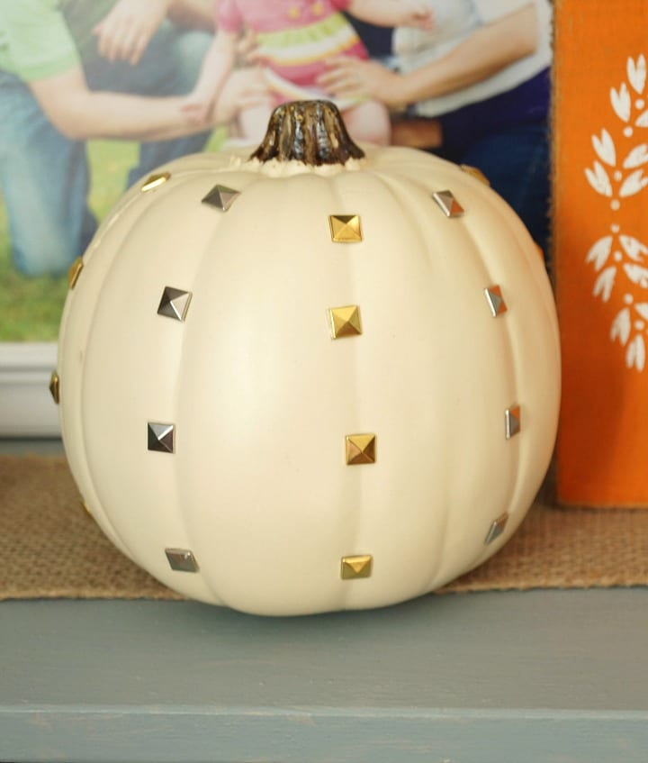 Check out how easy it is to make this DIY Studded Pumpkin. Full tutorial on PinkWhen.com
