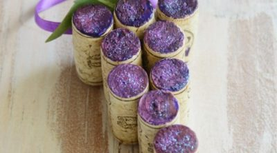 Love this fun Wine Cork Grape Ornament Idea.