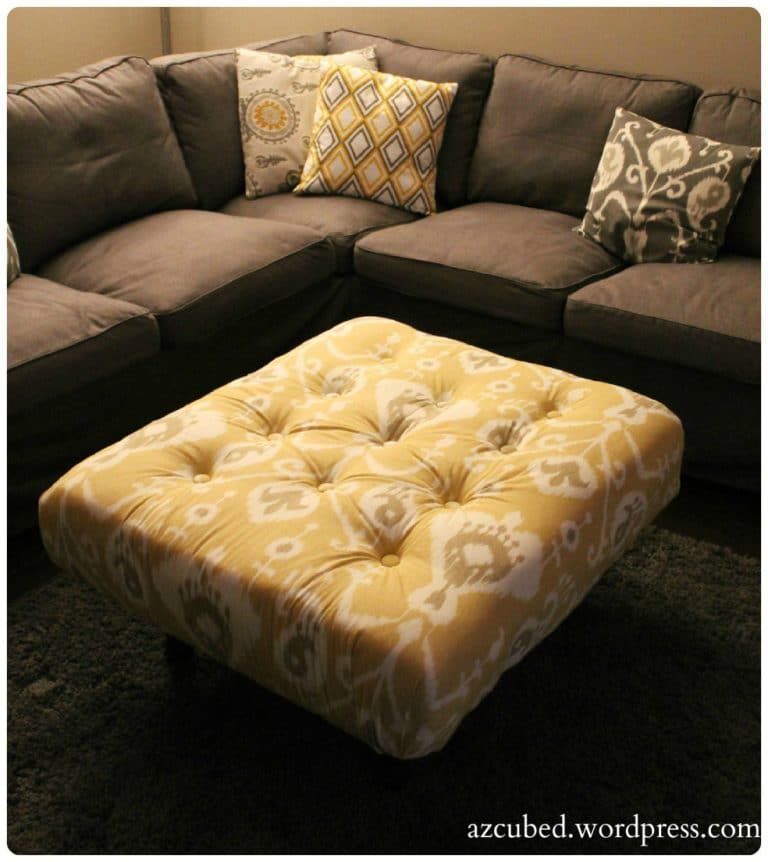Love this step by step awesome pallet project for this tufted ottoman.