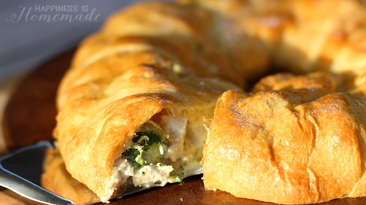 Chicken-and-Broccoli-Crescent-Roll-Ring
