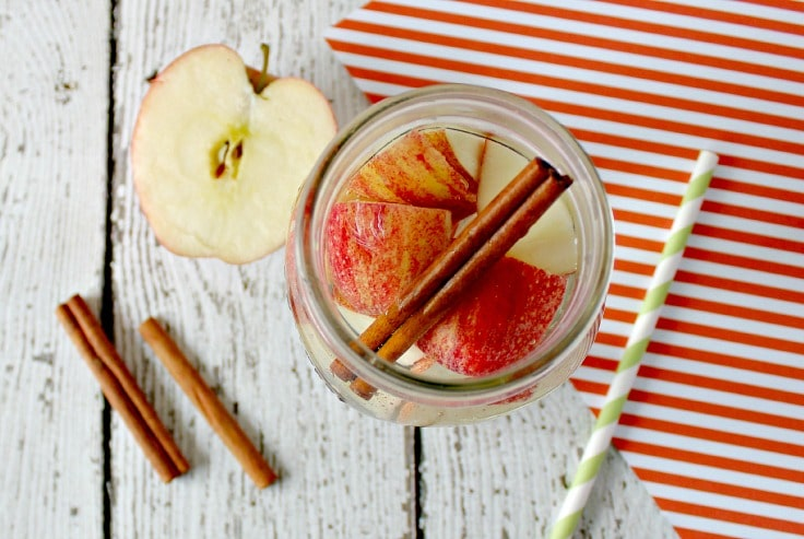 detox-water-recipes-with-apple