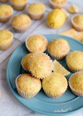 Easy Lemon Poppy Seed Muffins #dessert #lemon #lemonrecipes #lemonpoppyseedmuffins