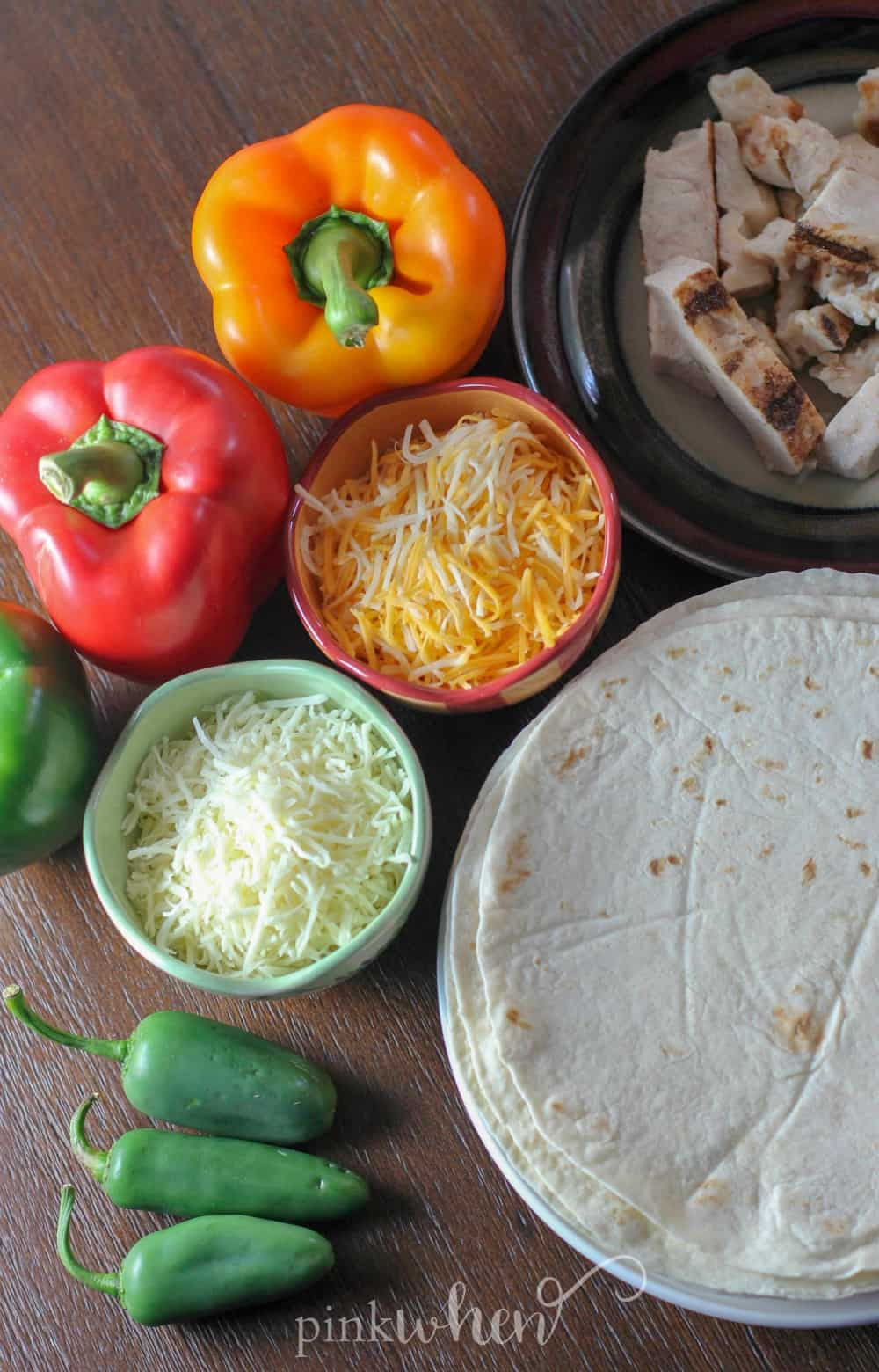 Fajita Chicken Mexican Pizza is one of my FAVORITE tailgating recipes. You can also easily change this up for so many variations.