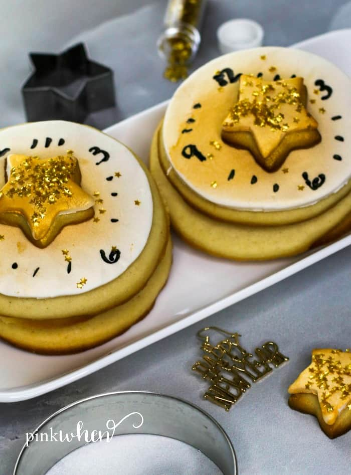 Make your own New Year's Eve Countdown Cookies to ring in the New Year. #dessert #NewYears #cookies