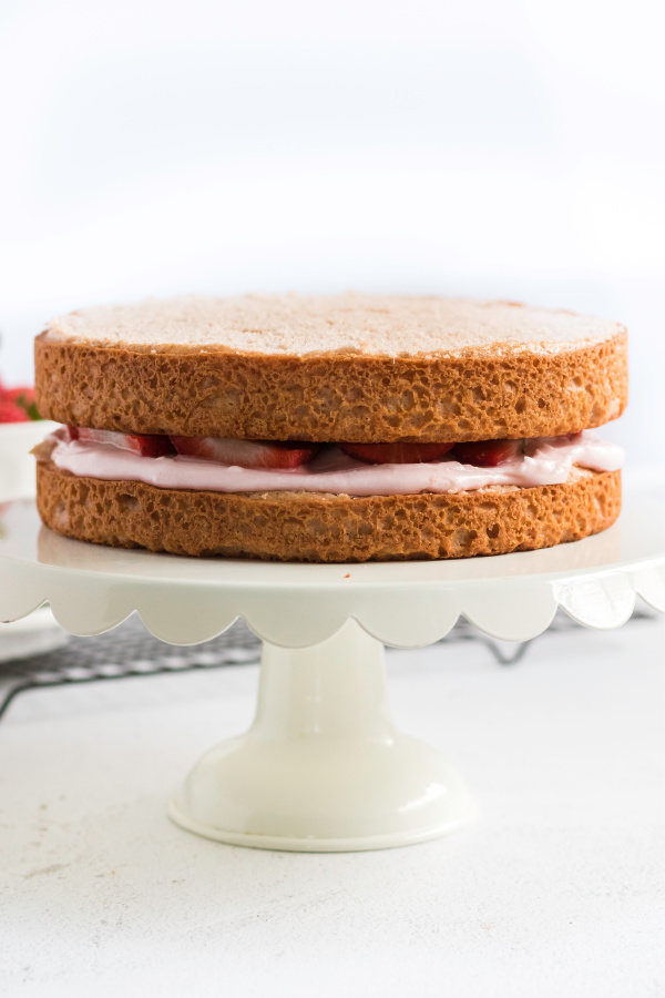 STrawberry cake layered