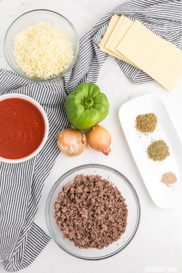 Ingredients needed to make crockpot lasagna.