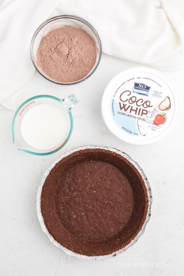 Ingredients needed to make a chocolate pie.
