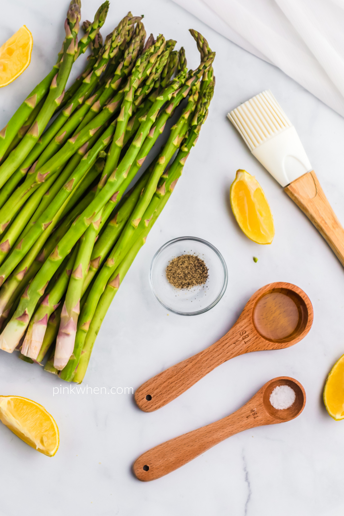 Ingredients needed to make asparagus in the air fryer.